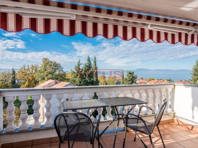 Malinska, Two-storey apartment with open sea view