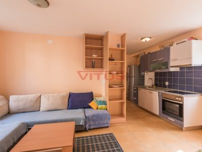 Soline, One bedroom apartment only 100 m from the sea